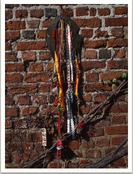 Šamanský oděv, 1985