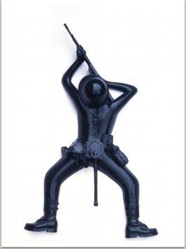 Tvor, 1993-1994, laminát, epox.barva, 108x95x28 cm cm