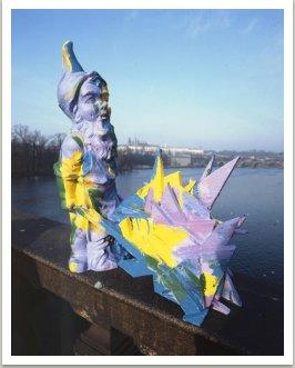 Portrét ak. Kotalíka tlačícího vozík, 1989, akryl, dřevo, um. hmota, 70x70x35 cm