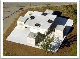 Prostřený stůl, 2004, beton, ocel, 165x600x600cm