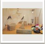 Interiér 1985-88 (beton, zrcadla a textil), 600x500x350 cm