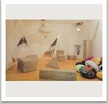 Bytový interiér, 1988 (beton, sklo, polštáře), Západní Berlín, Galerie DAAD